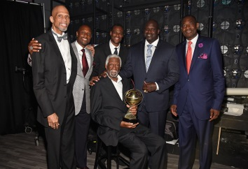 NEW YORK, NY - JUNE 26: (L-R) NBA legends Kareem Abdul-Jabbar, Alonzo Mourning, David Robinson, NBA Lifetime Achievement Award Winner Bill Russell, Shaquille O'Neal, and Dikembe Mutombo pose backstage during the 2017 NBA Awards Live on TNT on June 26, 2017 in New York, New York. 27111_002 (Photo by Kevin Mazur/Getty Images for TNT)